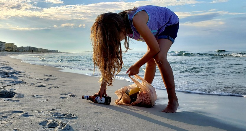 http://majadma.com/content/1-home/little-girl-learning-to-be-a-beach-trash-woman-unfortunately-encountering-beer-bottles-good-news-is_t20_doqqkb.jpg